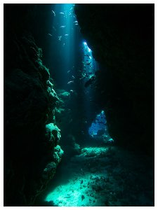 Scuba Travel, Red Sea, Shaa'ab Claudia, caves, sunbeams