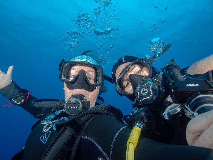 Scuba Travel, Belize, happy divers